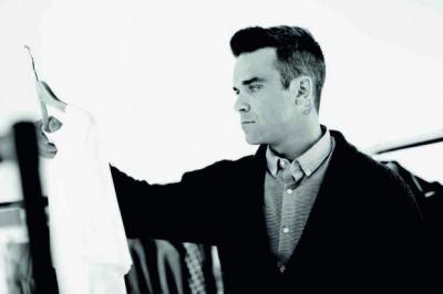 Роби Уилямс представи модна колекция, посветена на любимия му дядо