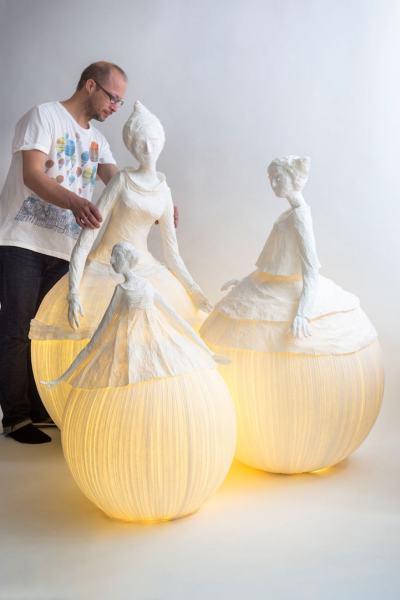 Мекото осветление е приютено в деликатни хартиени фигури – в лампите-уникати на Papier à êtres