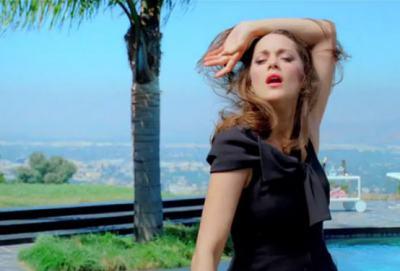 Марион Котияр ни разсмива до сълзи като Lady Dior