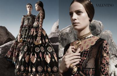 Етно елементи за съвременни богини в колекцията на Valentino пролет-лято 2014
