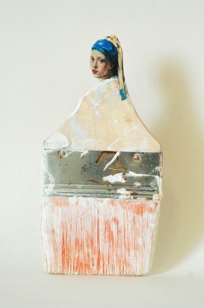 Непотребни четки се превръщат в изящни, емблематични портрети