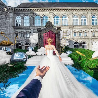 Фотографът, следващ приятелката си по света, завърши фоторомана… като се ожени за нея