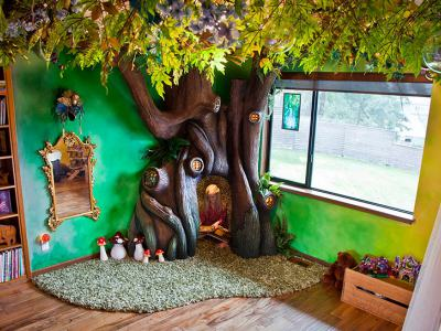 Баща превръща стаята на дъщеря си в дом за четящи феи