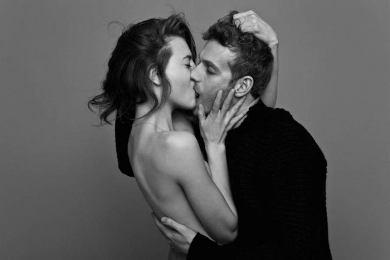 Черно-бялото изкуство на страстната целувка (фотографии)