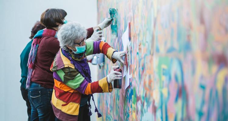 Португалски баби разкрасиха Лисабон с ярки графити (снимки)