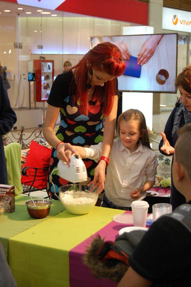 Диди учи не само своите деца да готвят. Изглежда, че малките любопитковци лесно се запалват по магията на готвенето и добрата храна