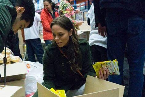 Йонна по време на кампания на Holiday Heroes