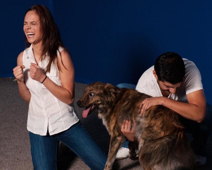 Йоанна и Мартин с любимото куче. Фотограф: Гергана Змийчарова