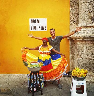Мамо, добре съм: табелата, която придружава страстен пътешественик по света (снимки)