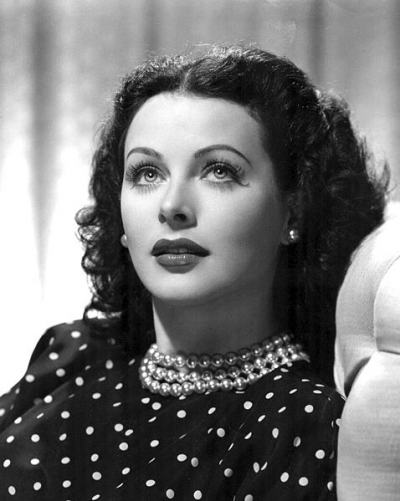 hedy_lamarr_publicity_photo_for_the_heavenly_body_1944
