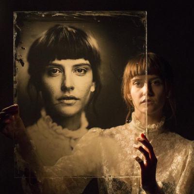 """Фотограф използва метод на над 160 години, за да създаде красиво """"несъвършени"""" портрети"""