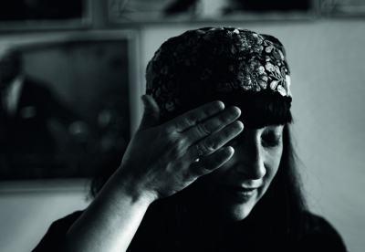 """Мая Новоселска """"поглъща тъги"""" в театрална джаз импровизация по стихове на 14-годишната Дафина Георгиева-Роня"""