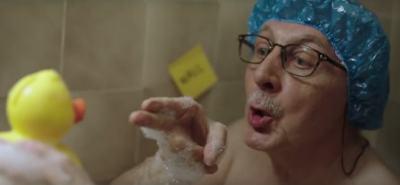 Реклама разплака и разсмя милиони: дядо учи английски от любов и самота (видео)