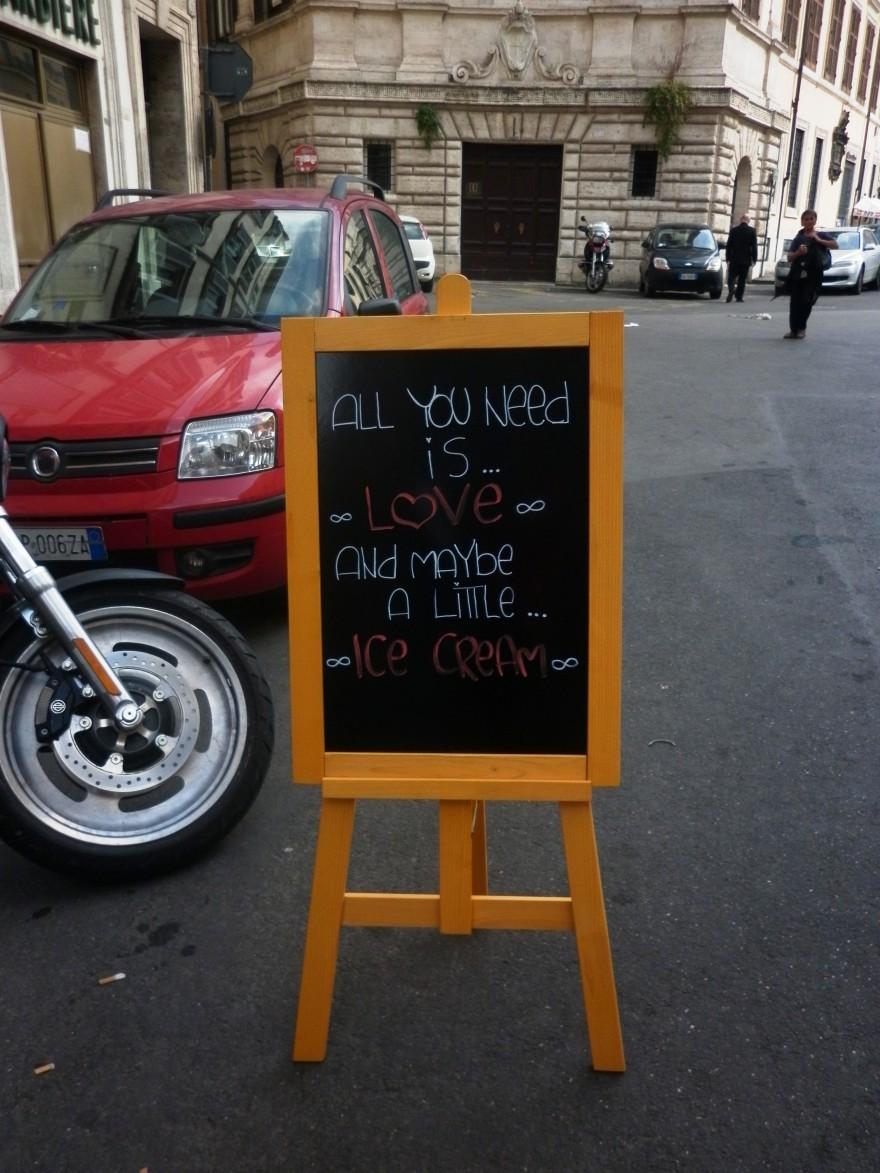 Типично италианско кафене с приятна атмосфера за посетителите