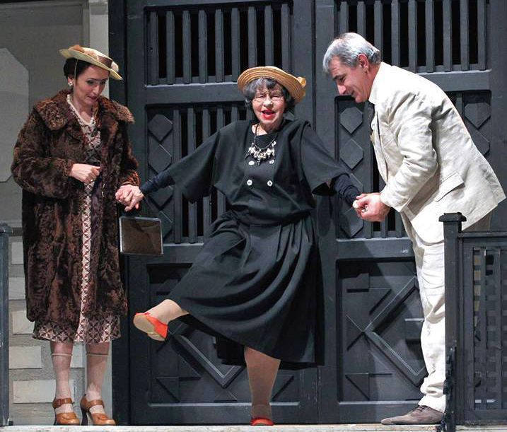 Стоянка Мутафова отбелязва 95-я си рожден ден на сцената
