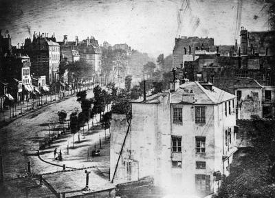 Най-старата снимка на Париж е и първата, на която се виждат хора