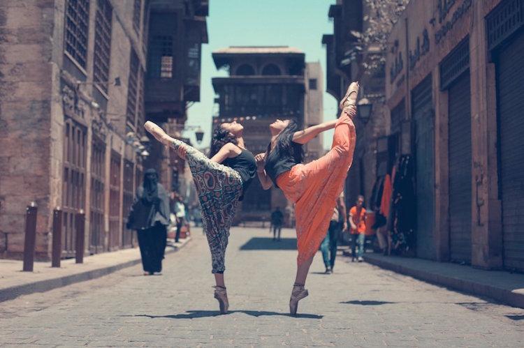 Балерини по улиците на Кайро: красив фото проект се бори срещу сексуалното насилие в Египет