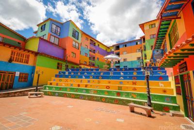 Пътуващ фотограф се натъква на най-цветния град в света