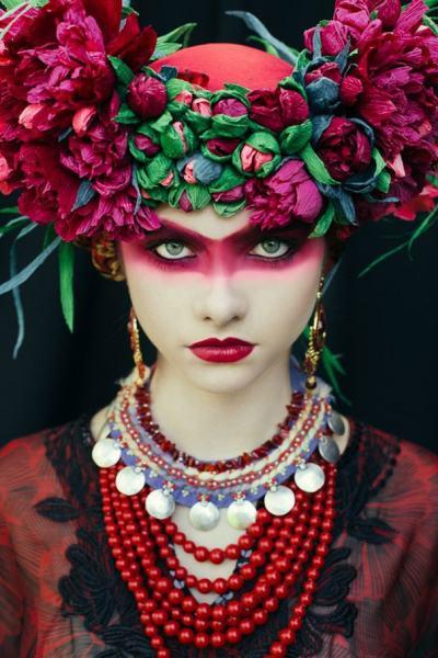 Авангардни и традиционни едновременно: полски артисти преосмислят цветните венци