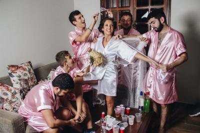 """Моминското парти на младоженка-компютърен инженер… с """"приятелки"""" колеги (снимки)"""