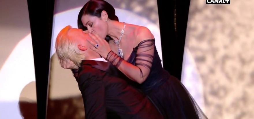 Моника Белучи целуна френски актьор на откриването на Кан