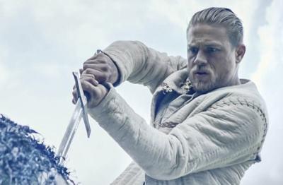 Крал Артур: Легенда за меча – зрелище в динамичния стил на Гай Ричи + добра доза хумор и сарказъм
