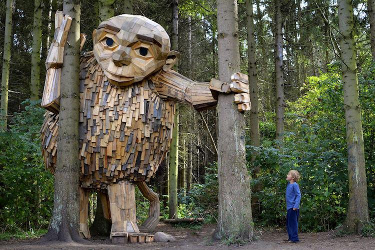 дървени скулптури, скрити в горите край Копенхаген
