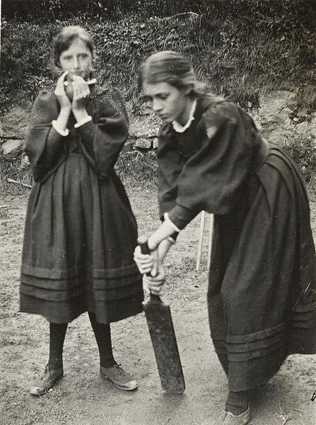 Вирджиния и Ванеса Бел играят крикет
