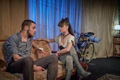 4000 мили – премиерно представление в Театър 199 ни потапя в история, изтъкана от обич и хумор