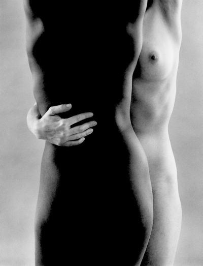 Влюбени е живота, светлината и голото тяло – еротичните фотографии на Рут Бернхард