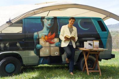 Думи на 4 гуми: пъстра, пълна с чудеса мобилна книжарница тръгна на път и у нас