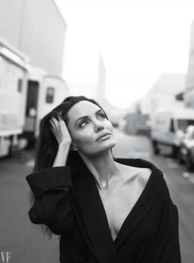 Анджелина Джоли: Искам да кажа на всички жени, че не е редно да поставят себе си на последно място (интервю и снимки)