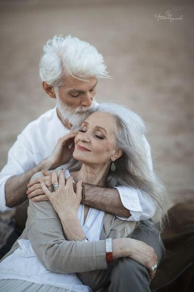 Руска фотографка успява да заснеме любовта, която няма възраст