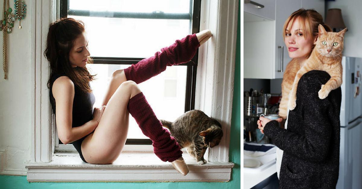 Момичета със своите котки: фото проект