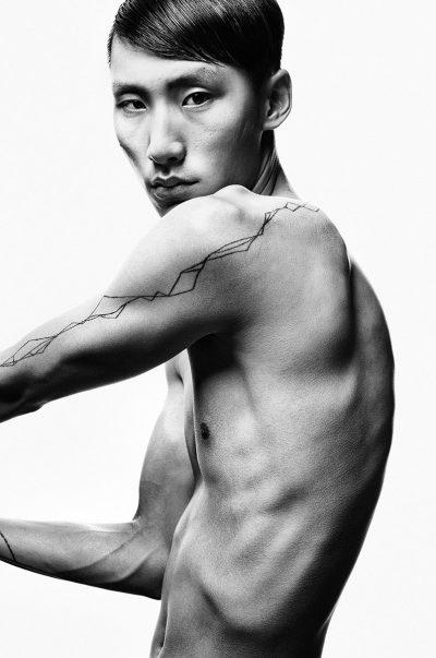 A Celebration of Man: Преосмисляне на мъжкото тяло във фотографията (снимки и видео)