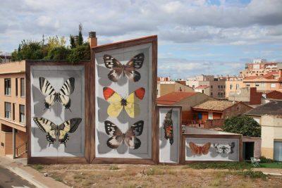 Огромни, хипереалистични кутии за пеперуди изникват из европейски градове