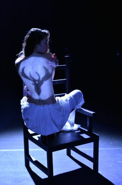 """Трагикомичната приказка """"Кралят Елен"""" идва в Театър Азарян през декември"""