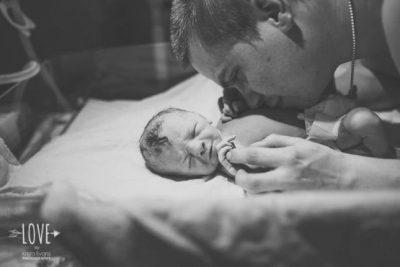 Първите мигове на бащинството, запечатани в красиви портрети