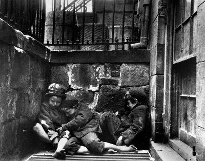 """Джейкъб Рийс – фотографът, който още през 1880 г. показва """"Как живее другата половина"""" и постига социални реформи"""