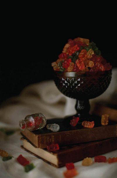 Странните желания за храни и напитки на известни музиканти, заснети като фламандски барокови натюрморти