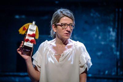 """Приятно ми е, Ива!: авторски спектакъл на Ива Тодорова в Театър 199 – """"между любовен монолог и изгоряла крушка"""""""