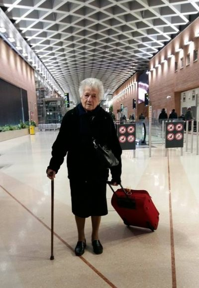 """""""Едно момиче на 93 години"""" заминава да помага на сираци в Кения и вдъхновява света"""