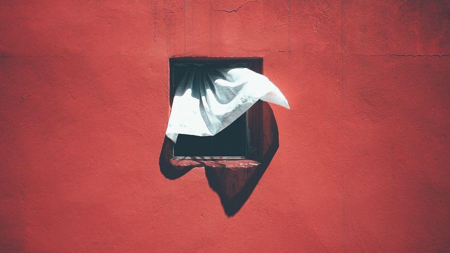 """Фотограф снима """"лицата"""" на един прозорец в продължение на 12 години"""