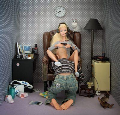 Хумористични, еротични и… смущаващи: снимки на Барби като социален коментар