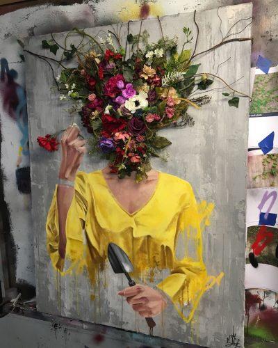 Триизмерни букети и цветни облаци заместват човешки глави – в (авто)портретите на самоукия уличен артист Sage