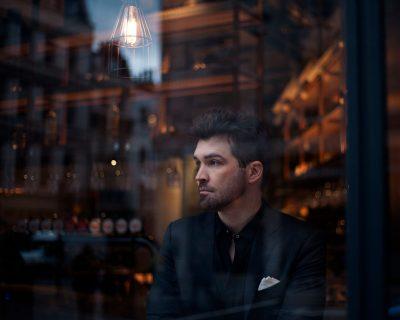 """Ей Джей Фин: """"Жената на прозореца"""" е посветена на най-добрия ми приятел българин и неговата загадъчна страна (интервю)"""