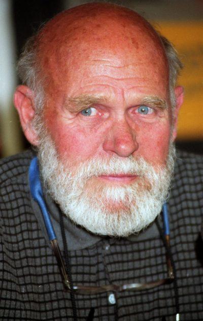 Уилям Уортън, автор на Отбой в полунощ