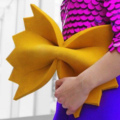 """Цветни експлозии с чувство за хумор – """"сладките"""" аксесоари на холандска дизайнерка"""