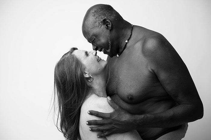 Интимни портрети на 70-годишна влюбена двойка