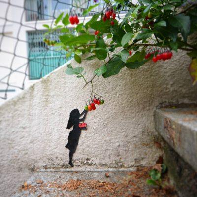 Urban Diversion: френски артист отвлича погледа (и тревогите) на пешеходците в родния си град